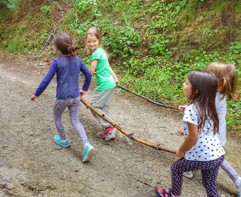 Преходи с деца – 16 игри за добро настроение