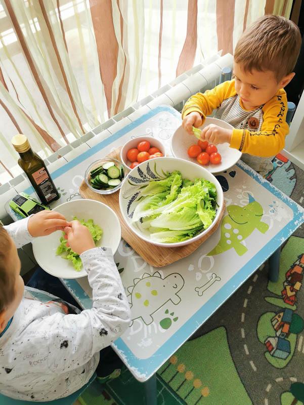 Как успях да науча злоядото си дете да се храни без телефон на масата?